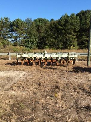 Kelly Equipment 11 shank ripper roller
