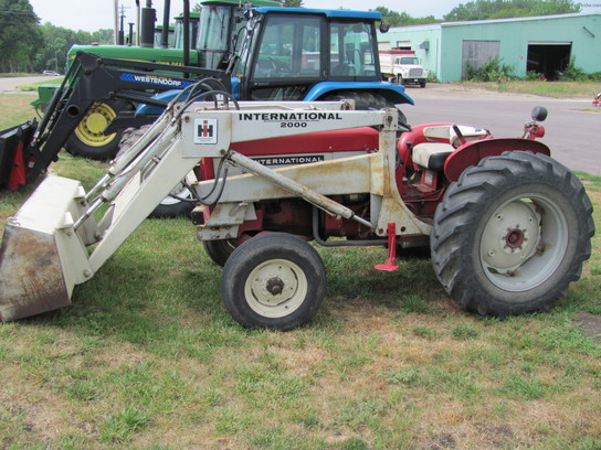 International 504 Utility Tractor : International harvester