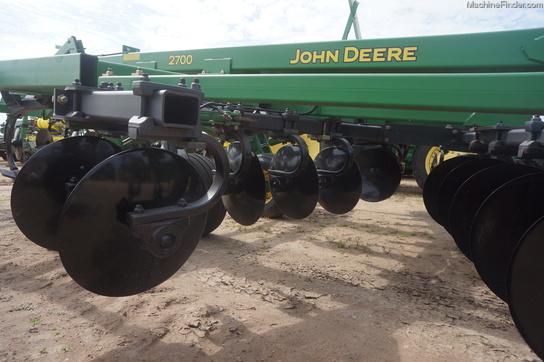 John Deere 2700