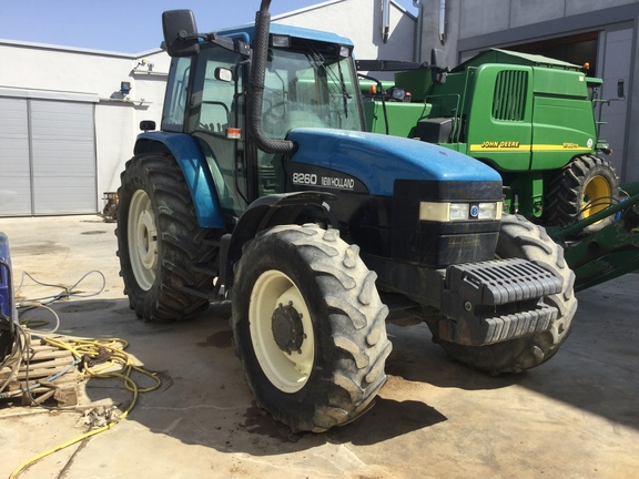 New Holland 8260