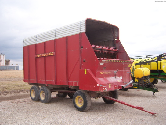 New Holland silage wagon