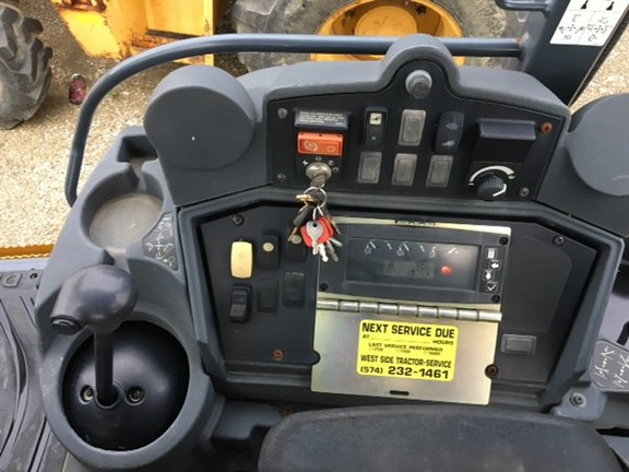 Detail photo of 2007 John Deere 410J from Construction Equipment Guide