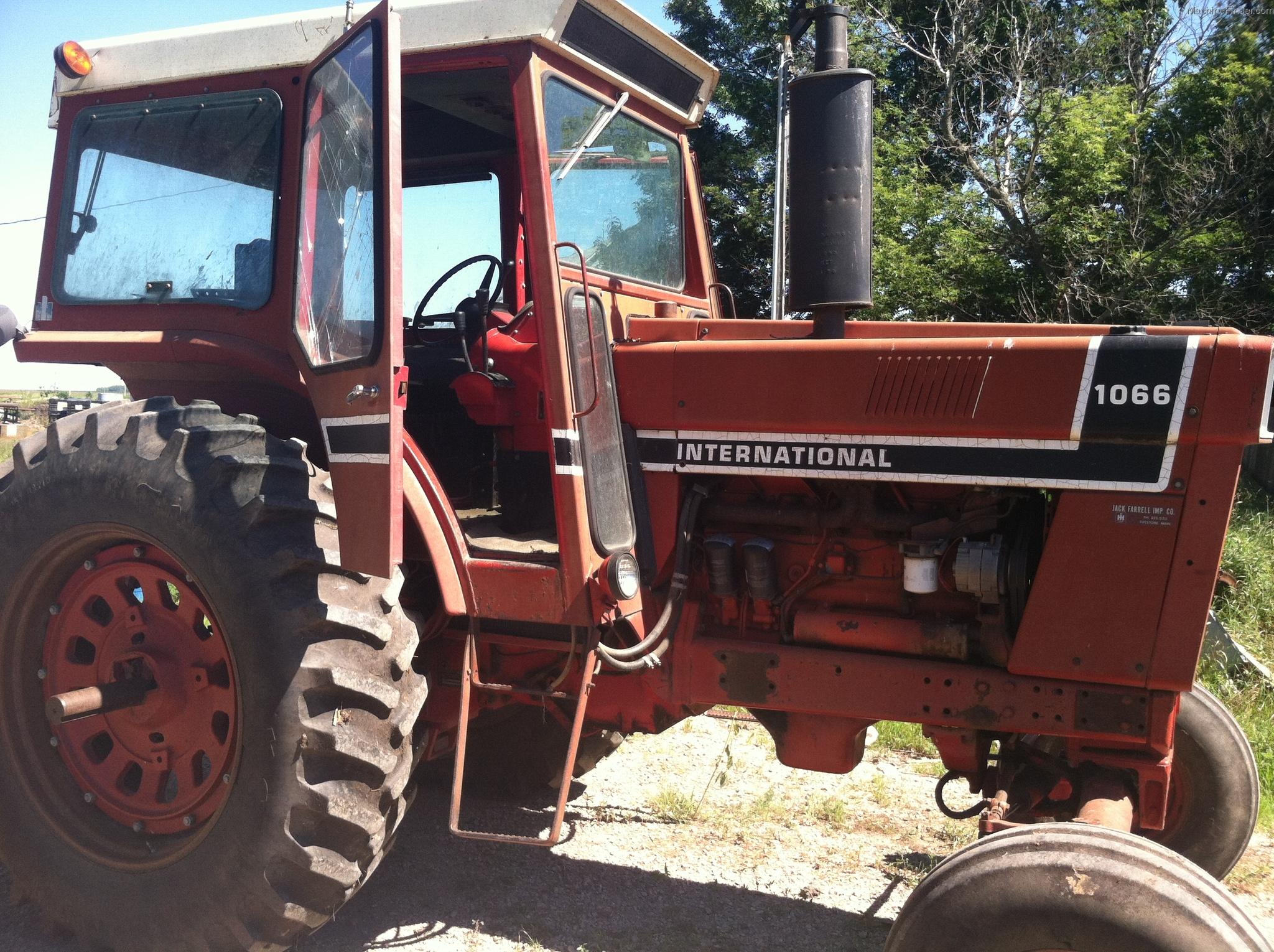 1976 International Harvester 1066 Tractors - Row Crop ...