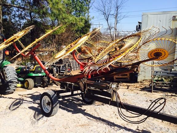 L&M 8 wheel rake