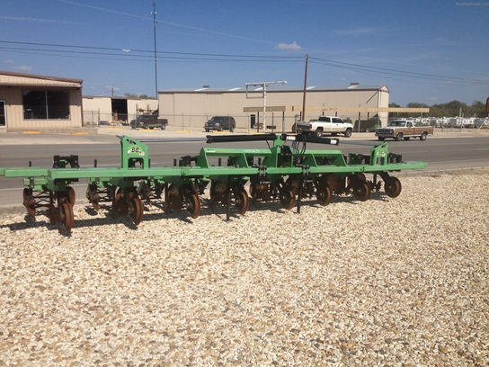 2010 Bigham Brothers BB 8-40 STRIP-TILL VERTICAL FOLD
