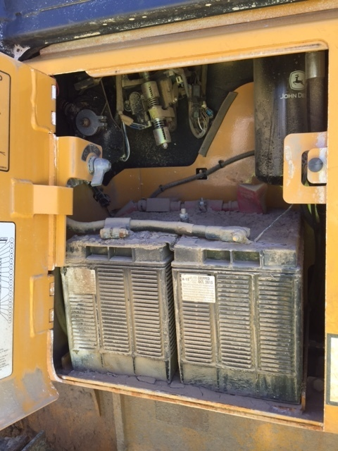 Detail photo of 2015 John Deere 450J from Construction Equipment Guide