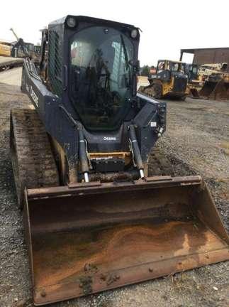 Detail photo of 2015 John Deere 323E from Construction Equipment Guide