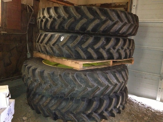 2013 John Deere 380/105R50 tires and wheels