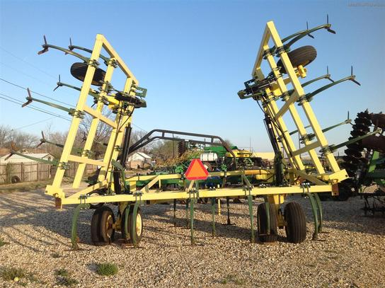2010 Roll-A-Cone 32 FT CHISEL PLOW