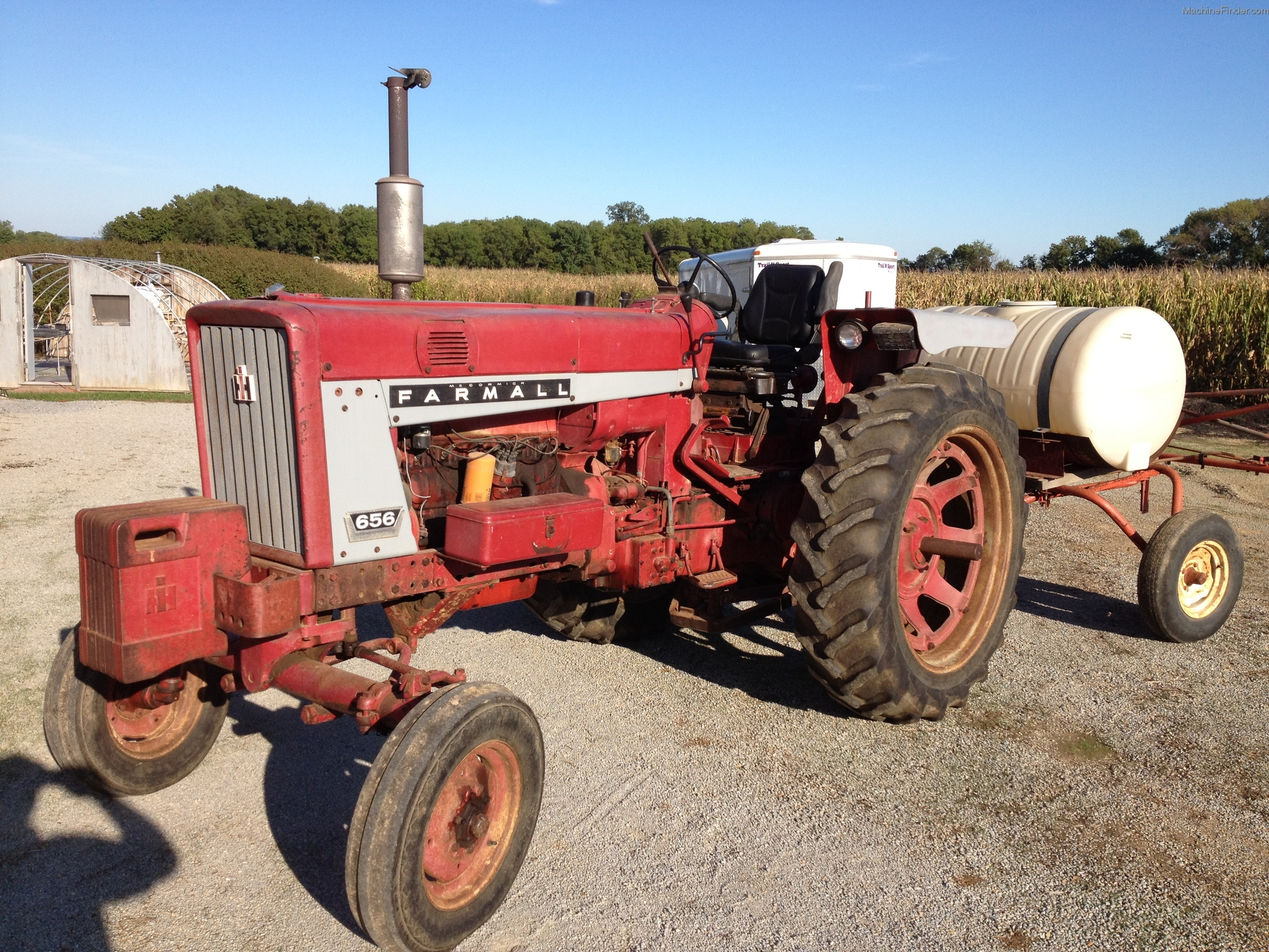 International 656 Tractor With Loader : International harvester tractors utility