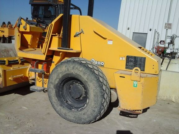 Detail photo of 2012 Sakai SV410D from Construction Equipment Guide