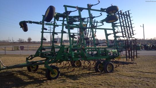 2004 John Deere 2210 Field Cultivators John Deere