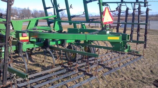 Castongia Tractor 2004 John Deere 2210