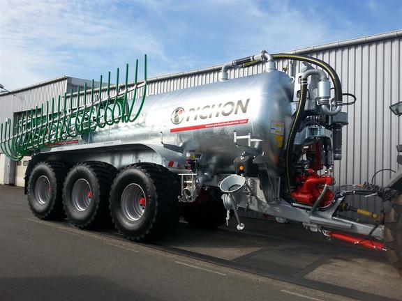 Pichon 24500 tri tanker