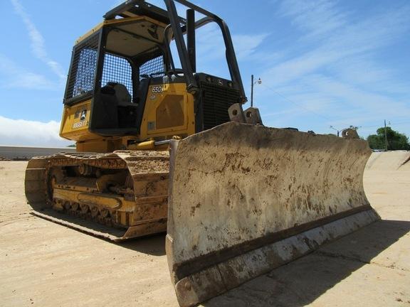 Detail photo of 2011 John Deere 650J from Construction Equipment Guide