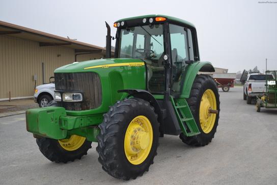 2003 John Deere 7520