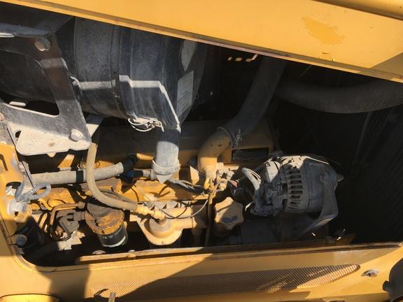 Detail photo of 2005 John Deere 750J from Construction Equipment Guide