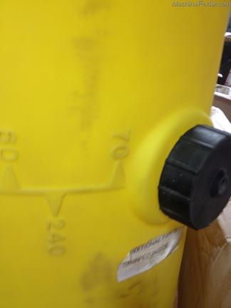John Deere 70 Gallon Fertilizer tank