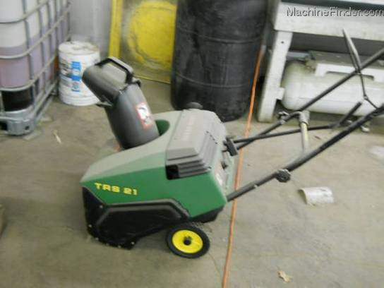 John Deere TRS21 SNOWBLOWER