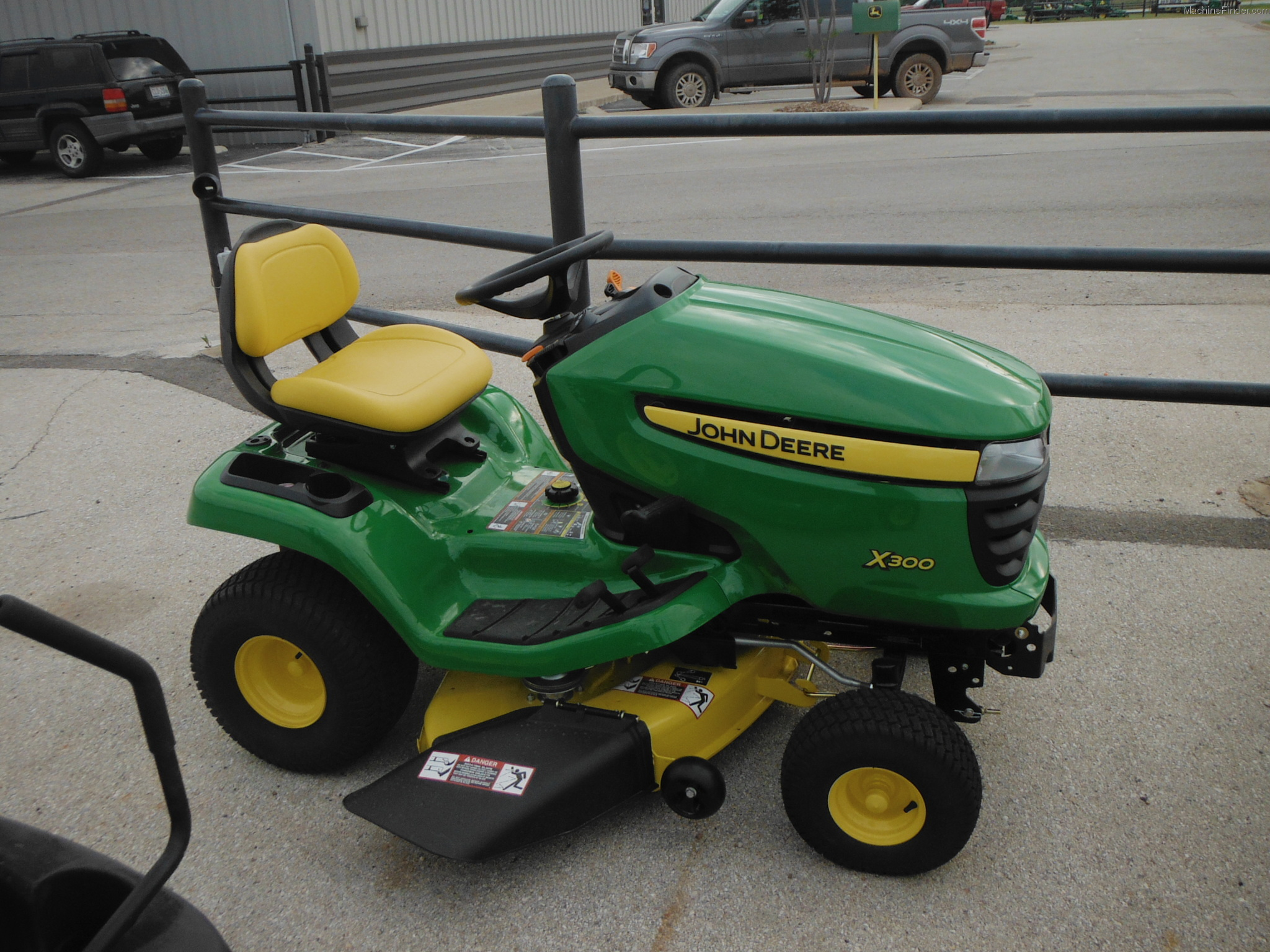 2013 john deere x300 lawn garden and commercial mowing. Black Bedroom Furniture Sets. Home Design Ideas
