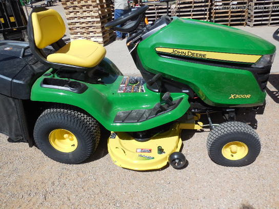 2014 john deere x300r lawn garden and commercial mowing. Black Bedroom Furniture Sets. Home Design Ideas