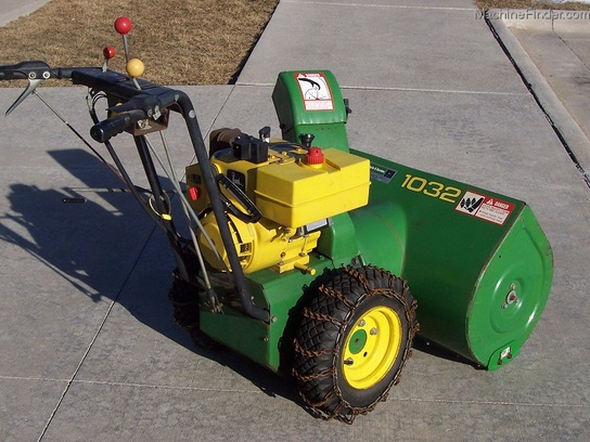 1986 John Deere Model 1032 Snowblower, 10hp electric start, and tire chains