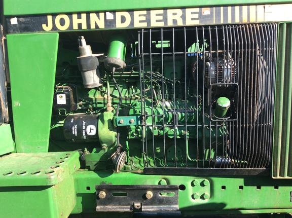 John Deere 4055