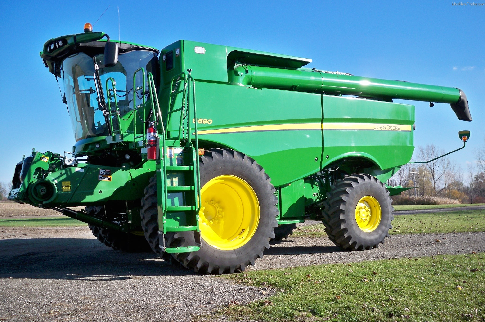 2012 John Deere S690 Combine http://www.machinefinder.com/ww/en-US/machine/2322772