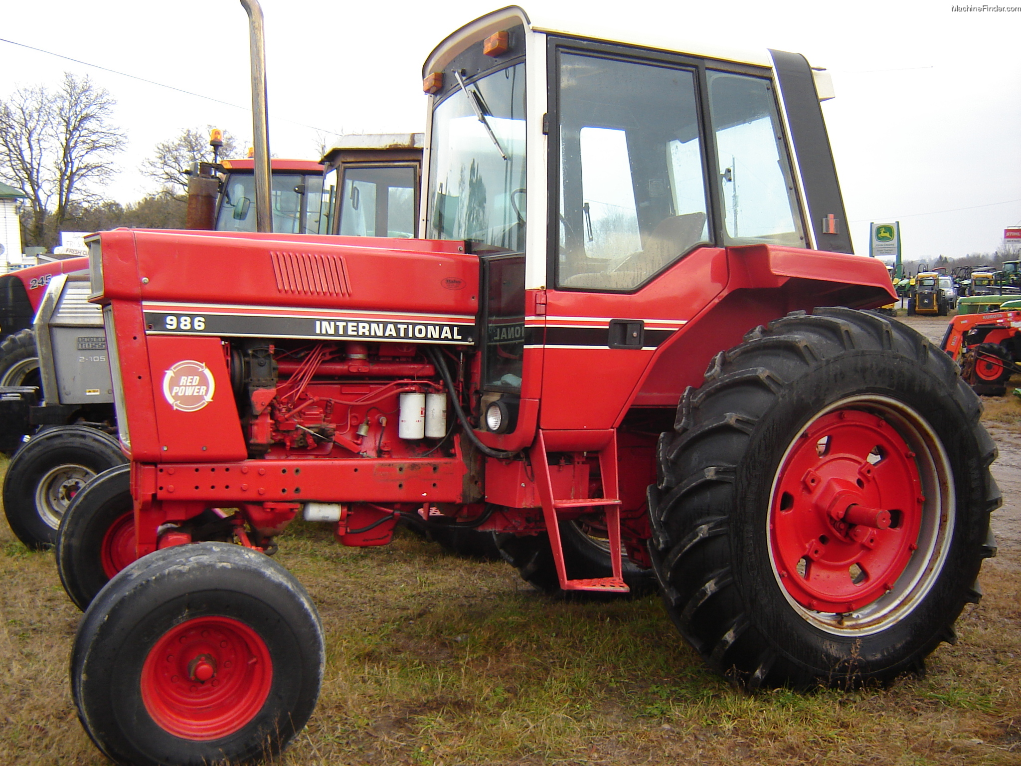 International Harvester 986 Tractor : Tweet