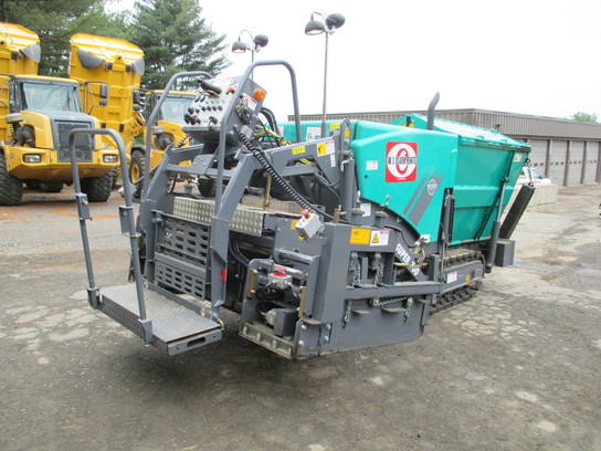 Detail photo of 2015 VÖGELE S700 from Construction Equipment Guide