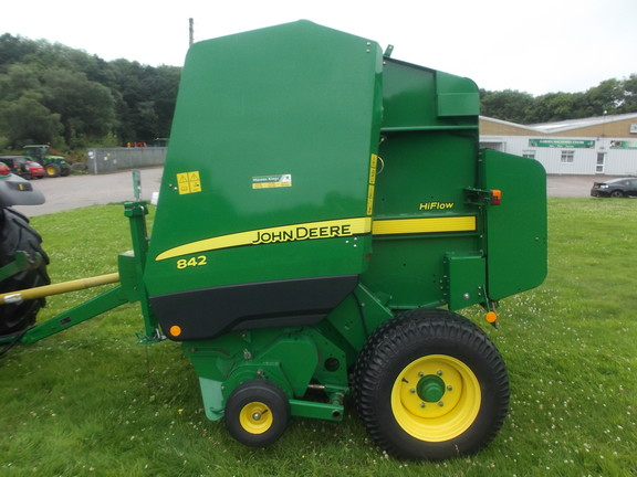 John Deere 842