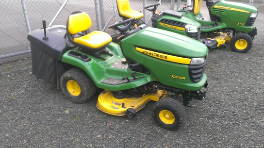 john deere x300r lawn garden and commercial mowing. Black Bedroom Furniture Sets. Home Design Ideas