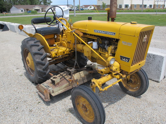 1975 International Harvester 140