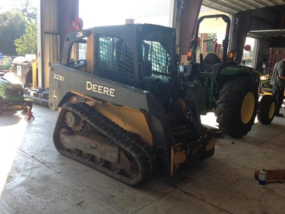 John Deere 323D