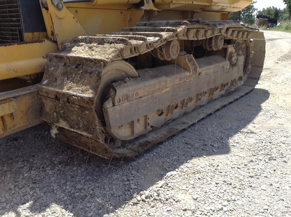 Detail photo of 2010 John Deere 700J from Construction Equipment Guide