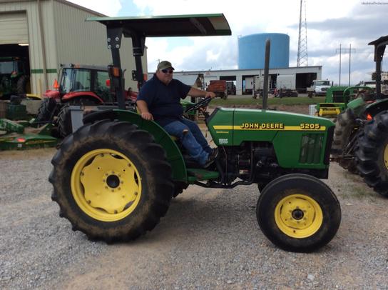 2000 John Deere 5205 Tractors - Utility (40-100hp)