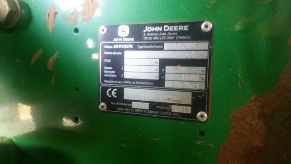 John Deere 1424