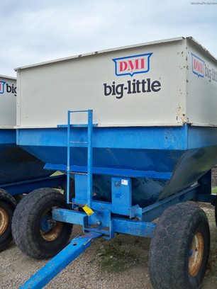 DMI CENTER DUMP WAGON
