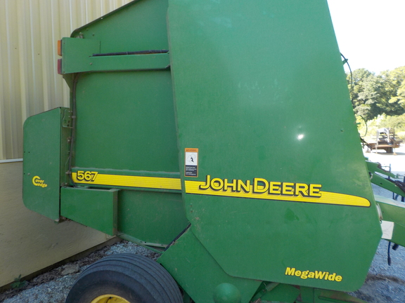 2001 John Deere 567