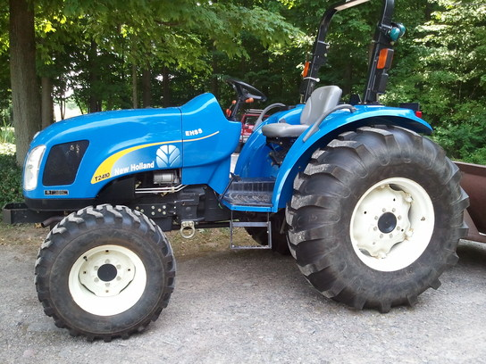 2007 New Holland T2410