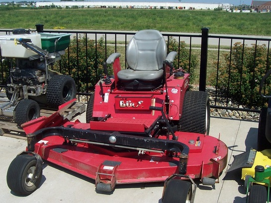 "2006 Country Clipper SR1200 Boss zero-turn mower with joystick control, and 72"" cut"