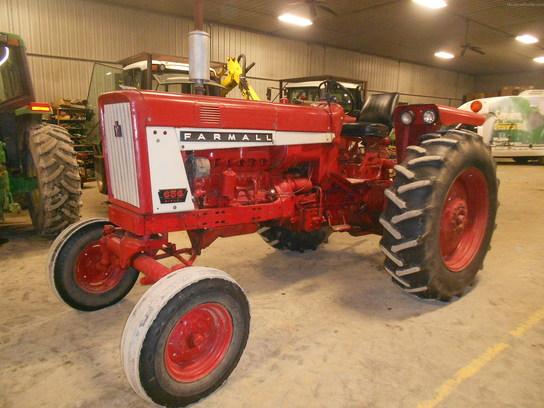 1974 International Harvester 656 Tractors - Utility  40-100hp