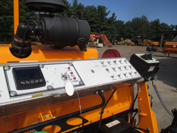 Detail photo of 2015 LeeBoy 8515C from Construction Equipment Guide