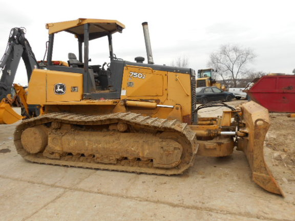 Detail photo of 2007 John Deere 750J from Construction Equipment Guide