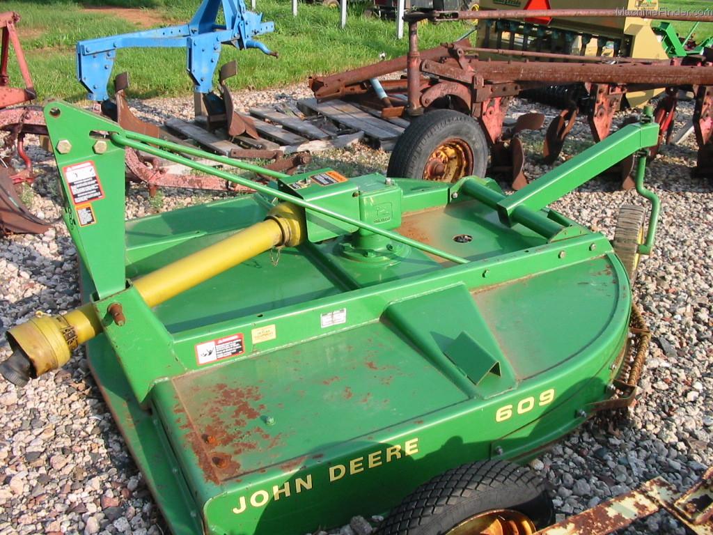 Deere Mower 215: 2010 John Deere X304 Lawn & Garden And