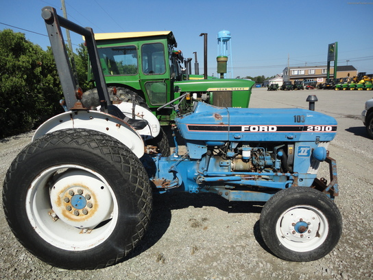 1986 Ford 2910 Tractors - Utility  40-100hp