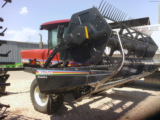 2006 Mac Don 9352I 16' Windrower