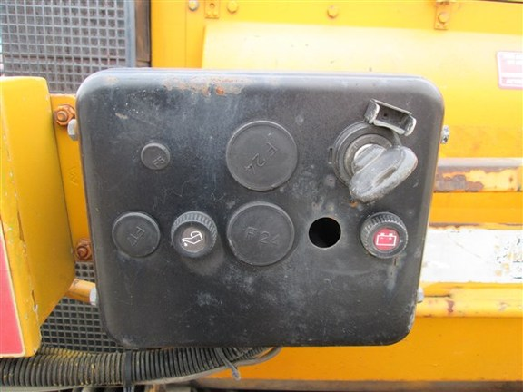 Detail photo of 1996 LeeBoy 8500 from Construction Equipment Guide